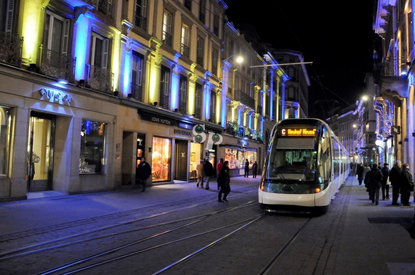 le tramway de strasbourg 20 ans de transports. Black Bedroom Furniture Sets. Home Design Ideas
