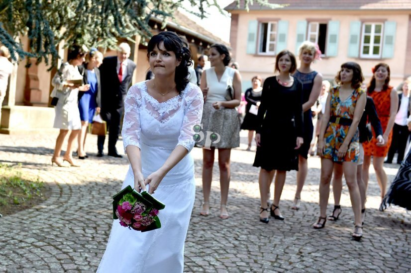 jeté de bouquet de la mariée.jpg