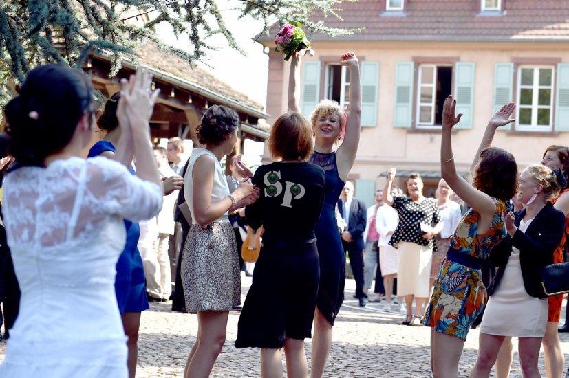 Jeté de bouquet de la mariée