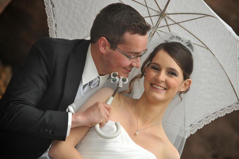 des photos de mariage sous la pluie