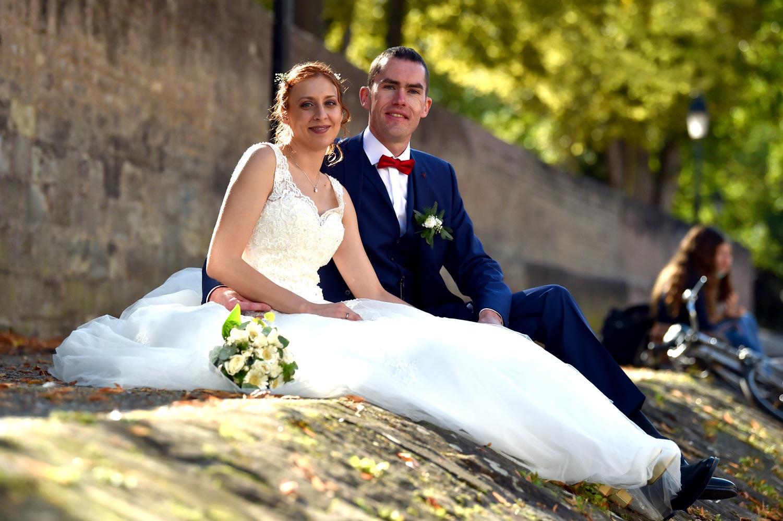 Photos de couple pour mariage automnal