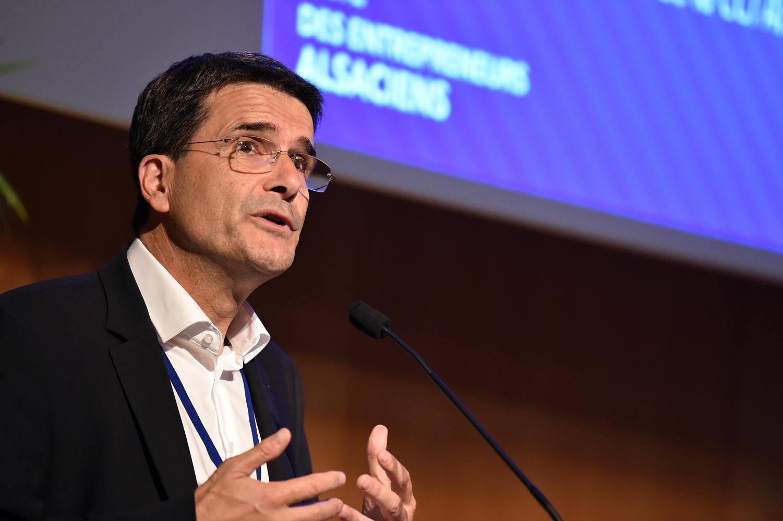 Olivier Klotz, Président du MEDEF Alsace accueille les participants à cette 6è Université d'été des Entrepreneurs d'Alsace