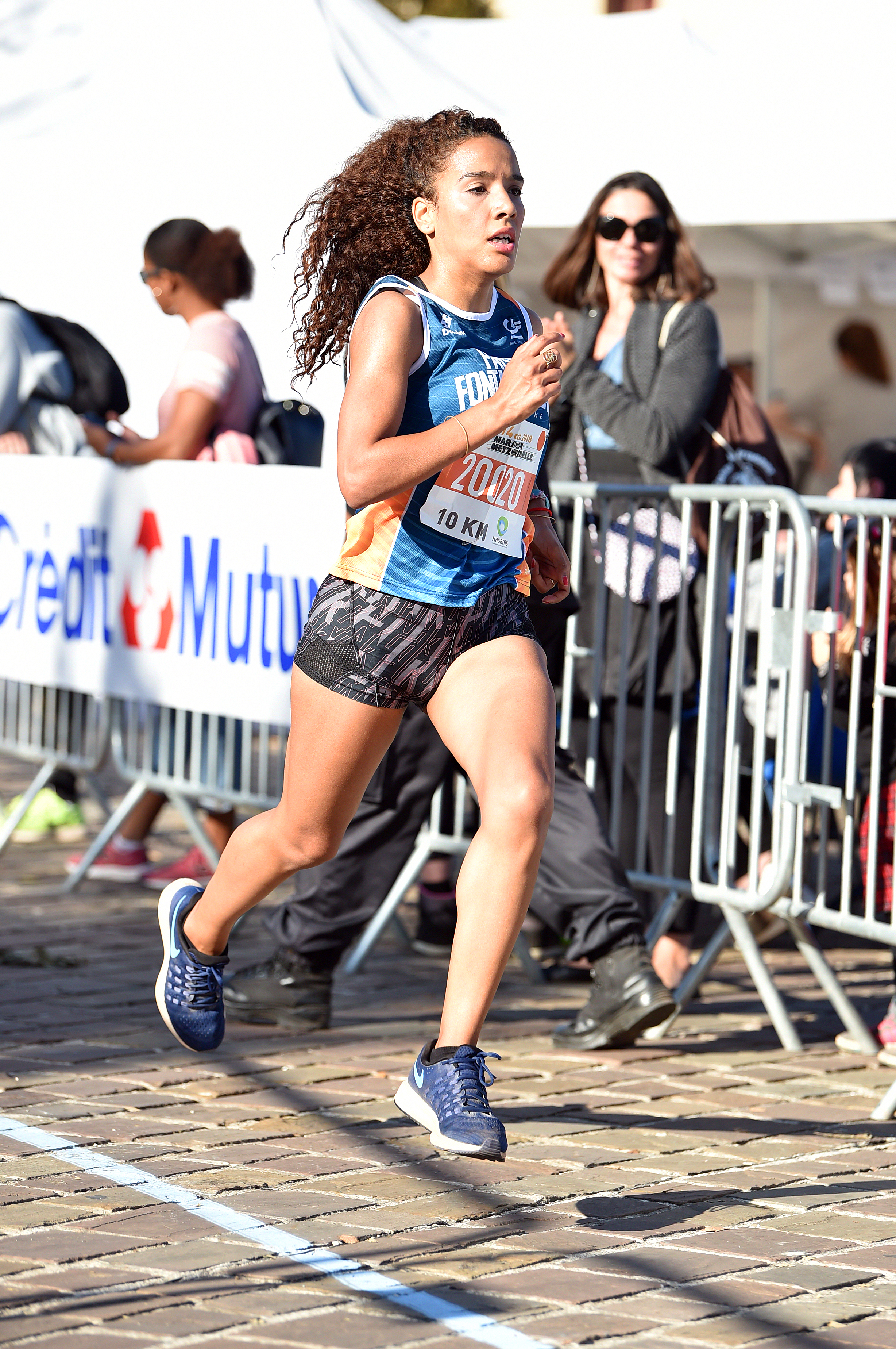 Leila Hadji première femme à boucler la distance de 10km avec un temps de 35min39sec95