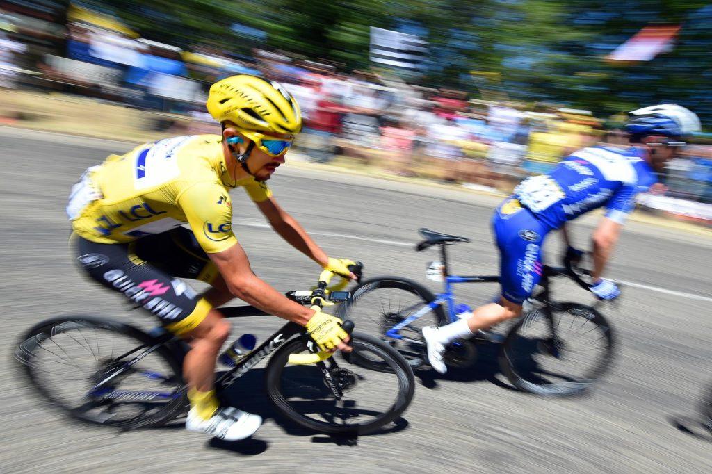 Photo du maillot jaune : Julian Alaphilippe pendant la montée de Grendelbruch.