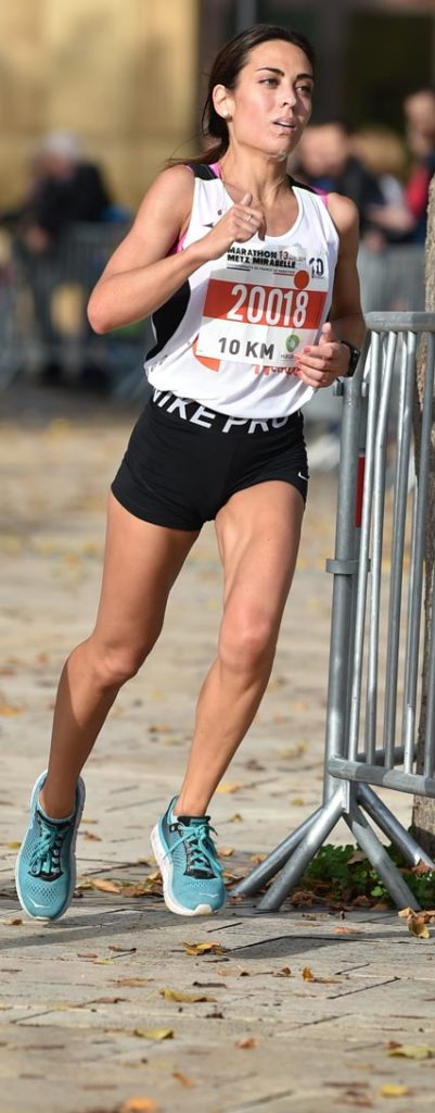 Pauline Dorsemans remporte l'épreuve du 10km chez les femmes en 39min10sec.